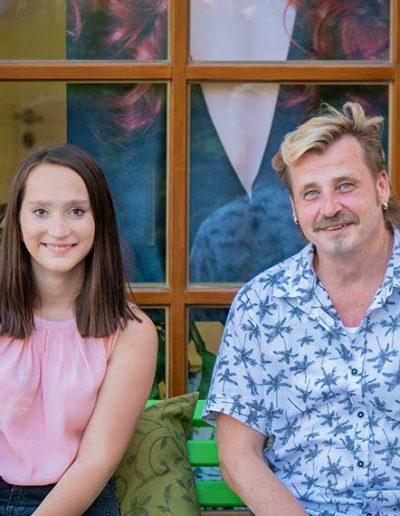 Christian Humberger, Inhaber Christian´s Hair-Design in Schweitenkirchen mit seiner Auszubildenden
